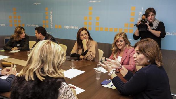 Bonig (derecha), en la reunión del consejo de dirección del PPCV celebrado este lunes en Valencia