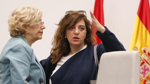Celia Mayer, junto a la alcaldesa de Madrid, Manuela Carmena