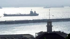 La Royal Navy dispara bengalas contra una embarcación española en Gibraltar