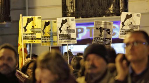 Imagen de una manifestación en defensa de una televisión compartida en Valencia