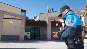 Un Ayuntamiento respaldado por Podemos cumple su amenaza con la Policía: «Esto es puro comunismo»