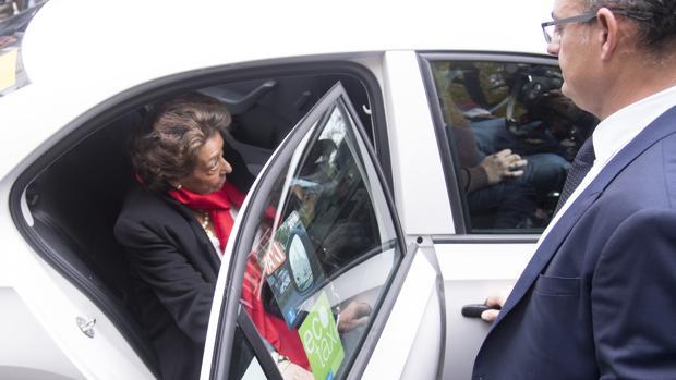Imagen de Barberá tomada este lunes su salida del Senado