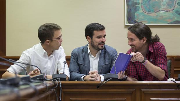 Íñigo Errejón, Alberto Garzón y Pablo Iglesias en el Congreso de los Diputados.
