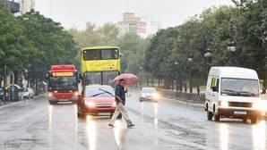 La lluvia provoca retenciones en las carreteras de acceso a Valencia
