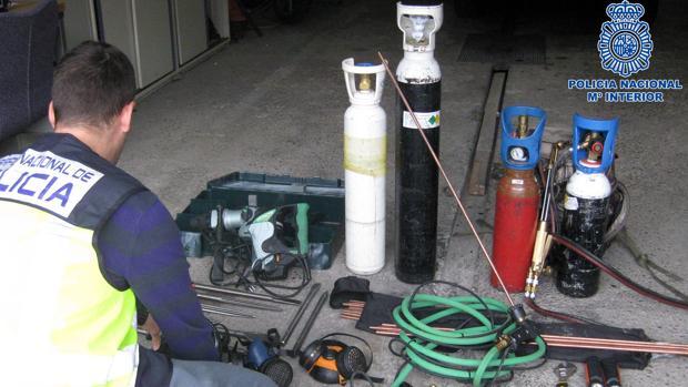 Material para forzar cajas de seguridad que la Policía intervino al ladrón detenido