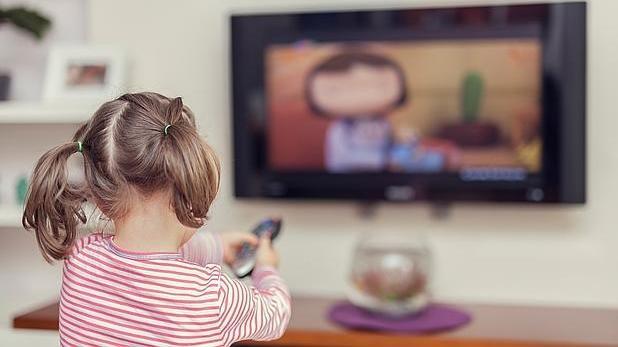 Los niños de 4 a 12 años son los que menos ven la tele, unas dos horas y cinco minutos