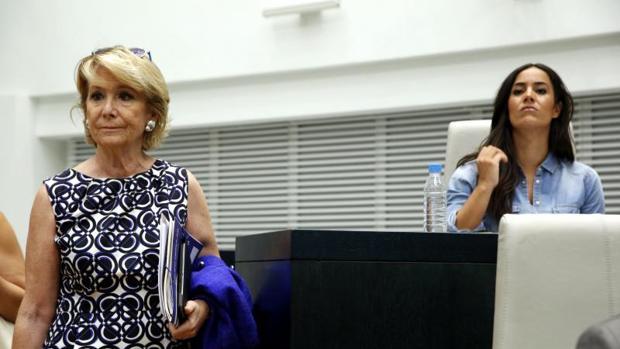 La portavoz del PP en el Ayuntamiento de Madrid, Esperanza Aguire; y la líder de Ciudadanos Begoña Villacís