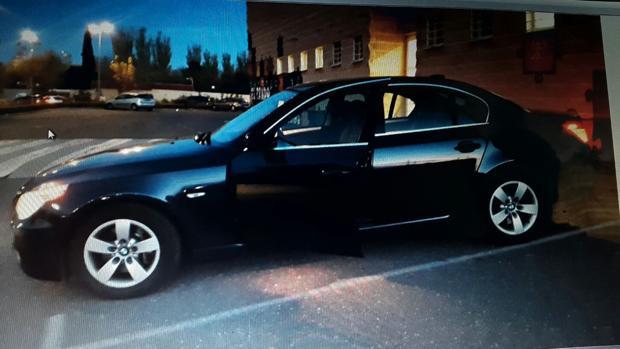 El BMW sustraído a la puerta de la casa