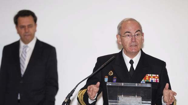 El almirante López Calderón, durante el acto celebrado ayer en la base de Retamares