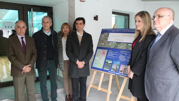 La consejera de Fomento y el alcalde de Albacete, entre otros, durante la visita a la obras