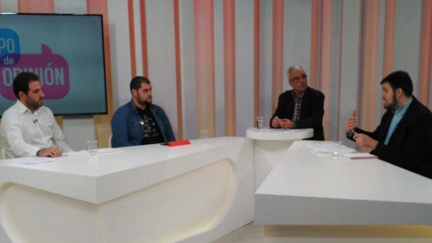 El representante de Compromís, segundo por la izquierda, durante el debate televisado