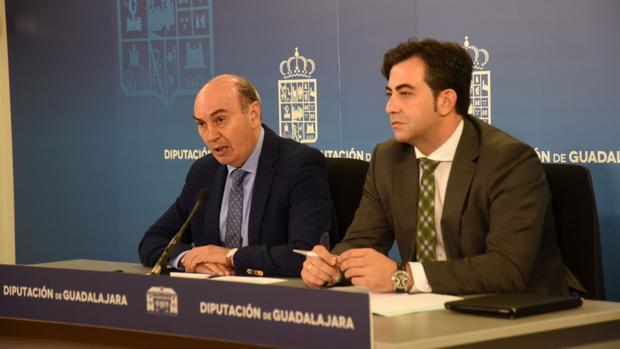 El presidente de la Diputación, José Manuel Latre, y el diputado de Personal, Jaime Celada