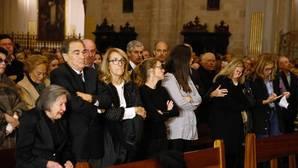 Más de 2.000 personas llenan la Catedral de Valencia para rezar por Rita Barberá