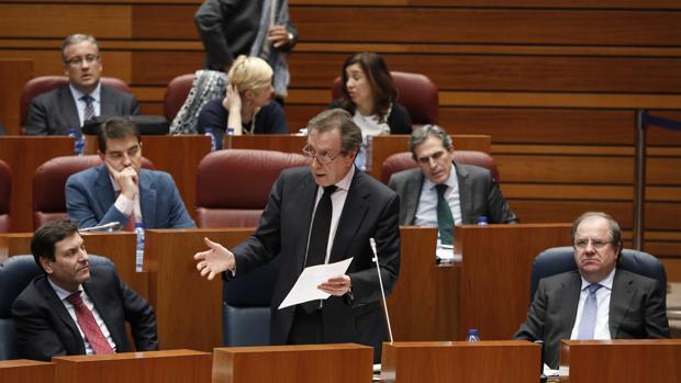 De Santiago-Juárez, durante su intervención en el pleno de las Cortes