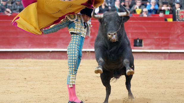 El torero Sebastián Castella, en una corrida enmarcada en la feria de Fallas 2016 de Valencia