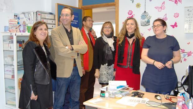 Leal y García Aranda (a la izquierda de la foto), durante una visita al Centro de Especialidades
