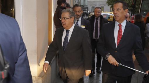 Juan Ignacio Zoido, a su llegada al hotel en el que ha fallecido Rita Barberá