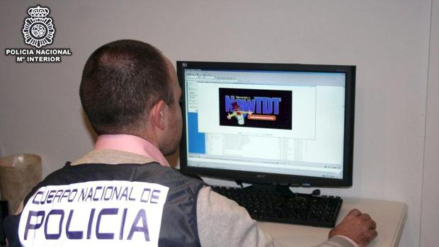 Muchos de los que ejercen como «mulas» son captados mediante ofertas de trabajo falsas por Internet