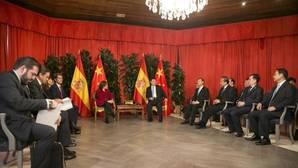 El presidente chino Xi Jinping disfruta de la paella y la hospitalidad canaria en su escala en las islas