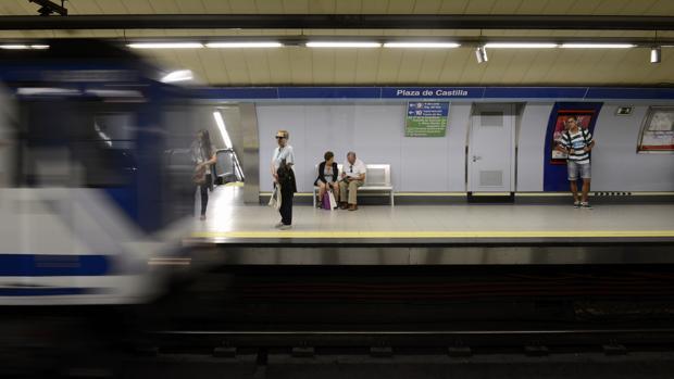 Usuarios en el Metro de Madrid