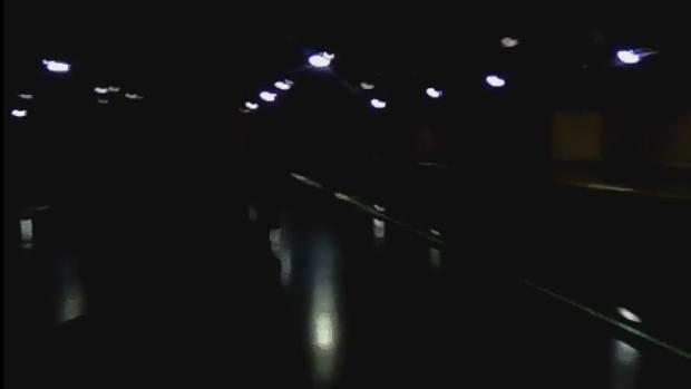 Imagen de una estación de la Línea 1, totalmente a oscuras
