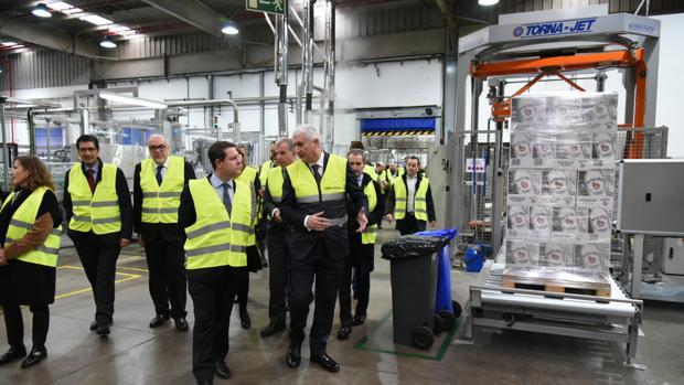 El presidente de Castilla-La Mancha ha visitado la empresa Pernod Ricard