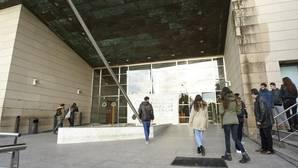Representantes políticos y de la sociedad valenciana acuden al tanatorio a despedir a Rita Barberá