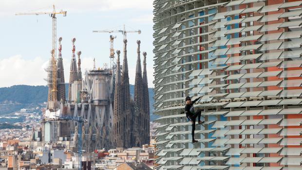 Robert ha tardado una hora en subir y bajar la torre, que tiene 34 plantas