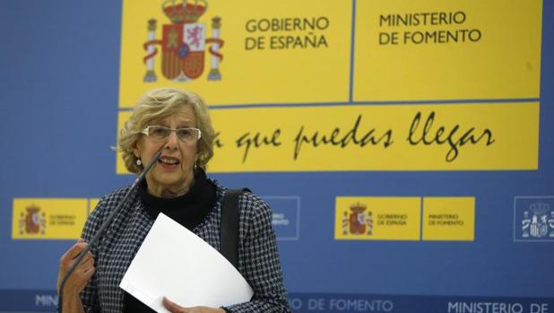 La alcaldesa de Madrid, Manuela Carmena, en el Ministerio de Fomento