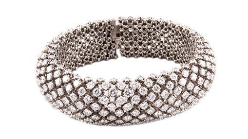 Brazalete de platino y brillantes de la casa Boucheron, con salida en 20.000 euros