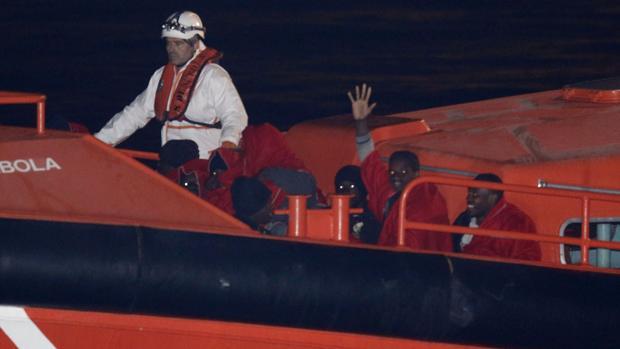 Llegan 36 inmigrantes a las costas gaditanas tras cruzar el Estrecho de Gibraltar en cuatro pateras