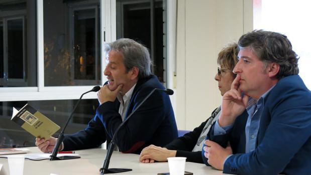 Imagen de la presentación en Alicante de «Ausencias», del periodista Martín Sanz