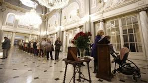 Fin de la despedida a Rita Barberá: 4.787 valencianos llenan en tres días cuatro libros de condolencias