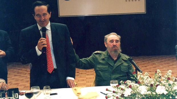 Lucas en una imagen durante una visita institucional a Cuba en el año 1999
