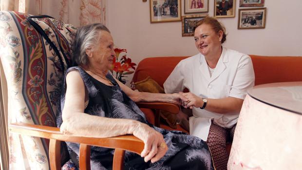 El Servicio de Ayuda a Domicilio genera más de 4.700 empleos y atiende a más de 15.434 personas