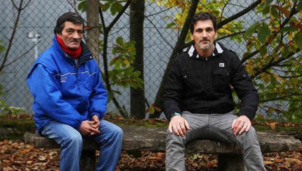 Alberto y Manuel, en el Centro Vieiro de Cáritas en Santiago, donde compartieron su historia con ABC