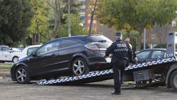 El coche donde fue hallada muerta la peluquera