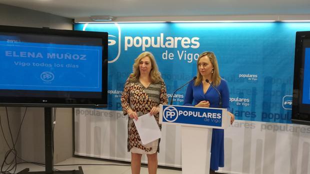 Elena Muñoz junto a la número dos de su candidatura, Lucía Molares
