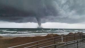 Impresionante tornado en el litoral de Valencia