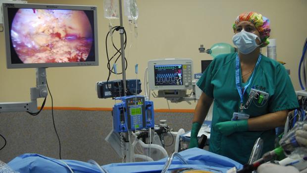 La cirugía laparoscópica es la única opción para los casos de cáncer de colon avanzado