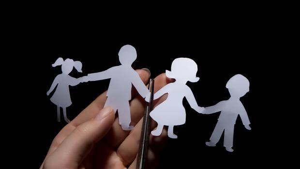 El TC anula la ley valenciana que priorizaba la custodia compartida de los hijos de padres separados