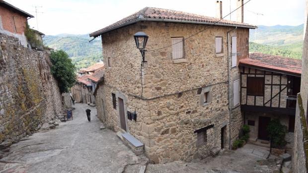 Las empinadas calles del municipio salmantino de Miranda del Castañar