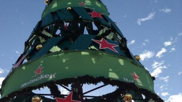 Árbol de Navidad de Las Canteras, en Las Palmas capital, antes de quitarle Heineken la publicidad