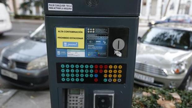 Un aparato de Servicio de Estacionamiento Regulado