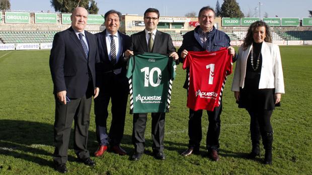 Presentación de la camiseta del Toledo con el nombre del nuevo patrocinador