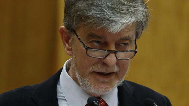 El alcalde de Zaragoza, Pedro Santisteve, de la coalición ZEC (Podemos-IU)