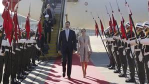 Los Reyes, recibidos con los máximos honores a su llegada a Portugal