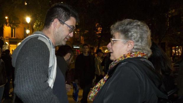 Los concejales de Ahora Madrid Carlos Sánchez Mato y Montserrat Galcerán en la manifestación a favor del Patio Maravillas
