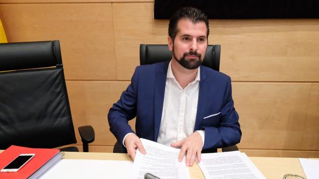 Luis Tudanca, durante su comparecencia este lunes en las Cortes