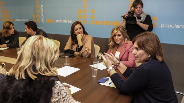 Imagen de Isabel Bonig junto al consejo de dirección del PP de la Comunidad Valenciana